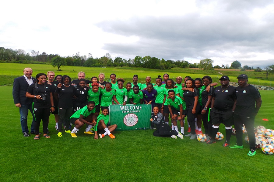 Group photo of the Nigerian women's football team at the training camp in Bad Tatzmannsdorf
