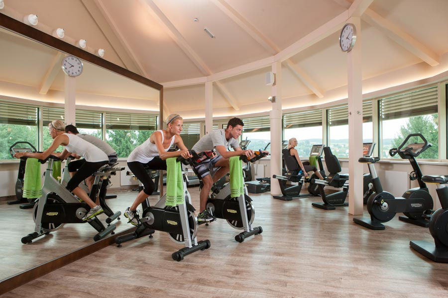 Large fitness center with numerous training facilities in the AVITA Resort